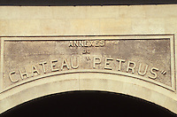 Europe/France/Aquitaine/33/Gironde/Pomerol : château Petrus - Détail de la façade [Non destiné à un usage publicitaire - Not intended for an advertising use]