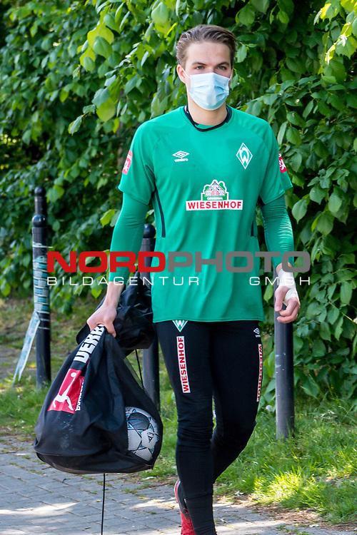 21.05.2020, wohninvest Weserstadion Trainingsplatz, Bremen, GER, Werder Bremen, Training, <br /> <br /> im Bild<br /> Luca Plogmann (Werder Bremen #40)<br /> <br /> Foto © nordphoto / Paetzel