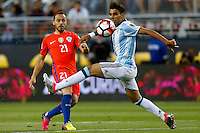 Futbol, Argentina v Chile.<br /> Copa America Centenario 2016.<br /> El jugador de la seleccion chilena Marcelo Diaz, izquierda, disputa el balon con Augusto Fernandez de Argentina durante el partido del grupo D de la Copa Centenario en el estadio Levi's de Santa Clara, Estados Unidos.<br /> 06/06/2016<br /> Andres Pina/Photosport*********<br /> <br /> Football, Argentina v Chile.<br /> Copa America Centenario Championship 2016.<br /> Chile's player Marcelo Diaz, left, battles for the ball against Augusto Fernandez of Argentina during the Copa Centenario Chmpionship football match at the Levi's Stadium in Santa Clara, United States.<br /> 06/06/2016<br /> Andres Pina/Photosport