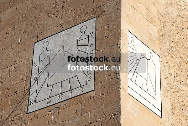 Sundials at the church of Llubi<br /> <br /> Relojes de sol en la iglesia de Llubi<br /> <br /> Sonnenuhren an der Kirche von Llubi