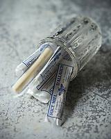 France, Bouches-du-Rhône (13), Allauch, Confiserie: Le Suce-Miel d'Allauch , Le suce miel est un bâton de miel serré entre deux papiers , Confiserie: Au Moulin Bleu, // France, Bouches du Rhone, Allauch, the Allauch suce miel, honey paste at the historic Moulin Bleu confectionery