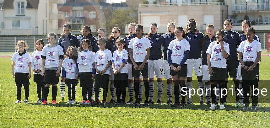 20150406 - OZOIR , France :<br /> <br /> WU19 team of France with :<br /> Cindy Perrault (1) , Marion Romanelli (2) , Hawa Cissoko (4) , Manon Uffren (6) , Delphine Cacarino (7) , Laura Condon (8) , No&eacute;mie Carage (12) , Heloise Mansuy (13) , Ma&euml;lla Garbino (15) , Marine Julian (17) , Maeva Salomon (18)<br /> , pictured during the female soccer match between Women Under 19 teams of France and Romania , on the Secund matchday  in Group 3 of the UEFA Elite Round Women Under 19 at the Stade des 3 sapins , Ozoir , France<br /> <br /> Thursday 31 march 2015<br /> foto Dirk Vuylsteke / David CATRY