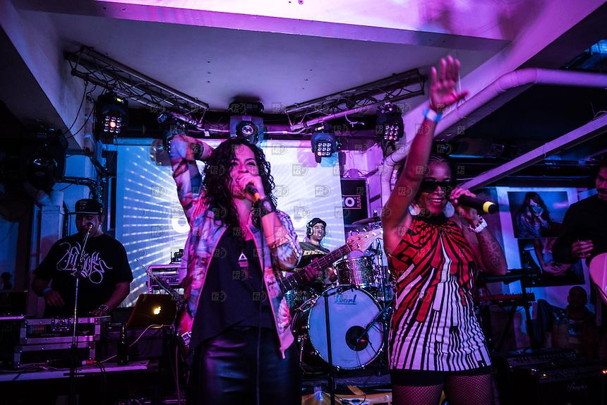 """CIUDAD DE MEXICO, D.F. 31 Julio.-  La cantante de Hip Hop, Arianna Puello presenta su disco """"Despierta"""" en el Pasagüero de la Ciudad de México junto al grupo Los Sin Cara, el 31 de Julio de 2015.  FOTO: ALEJANDRO MELENDEZ"""