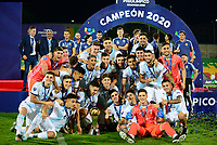 BUCARAMANGA - COLOMBIA, 09-02-2020: Jugadores de Argentina celebran como campeones después del partido entre Argentina U-23 y Brasil U-23 por el cuadrangular final como parte del torneo CONMEBOL Preolímpico Colombia 2020 jugado en el estadio Alfonso Lopez en Bucaramanga, Colombia. / Players of Argentina celebrate as champions after a match between Argentina U-23 and Brazil U-23 for for the final quadrangular as part of CONMEBOL Pre-Olympic Tournament Colombia 2020 played at Alfonso Lopez stadium in Bucaramanga, Colombia. Photo: VizzorImage / Julian Medina / Cont