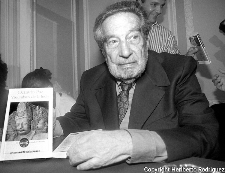 """Mexican writer, poet and essay writer and 1990 Nobel Laureate in Literature Octavio Paz hold an issue ofg his book """"Vislumbres de la India"""" in a Mexico City's cultural center. Photo by Heriberto Rodriguez"""
