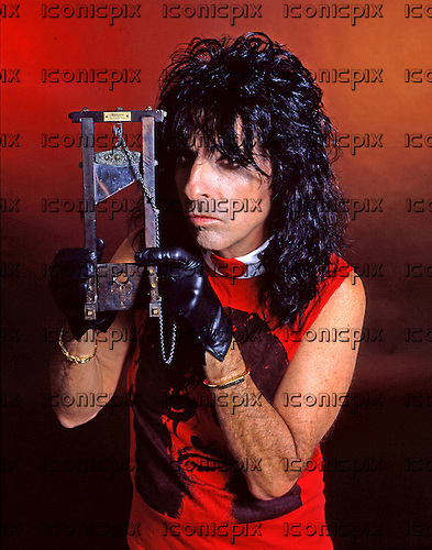 ALICE COOPER - photosession in Los Angeles USA - 1992.  Photo credit: George Chin/IconicPix