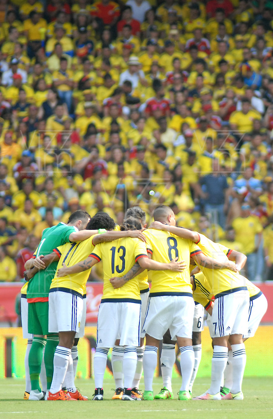 BARRANQUILLA - COLOMBIA -29-03-2016: Jugadores de Colombia, durante partido entre los seleccionados de Colombia y Ecuador, por la fecha 6 para la clasificación sudamericana a la Copa Mundial de la FIFA Rusia 2018, jugado en el estadio Metropolitano Roberto Melendez en Barranquilla. /  Players of Colombia, during match between the teams of Colombia and Ecuador, for the date 6 for the Qualifier FIFA World Cup Russia 2018, played at Metropolitan stadium Roberto Melendez in Barranquilla. Photo: VizzorImage / Luis Ramirez / Staff.