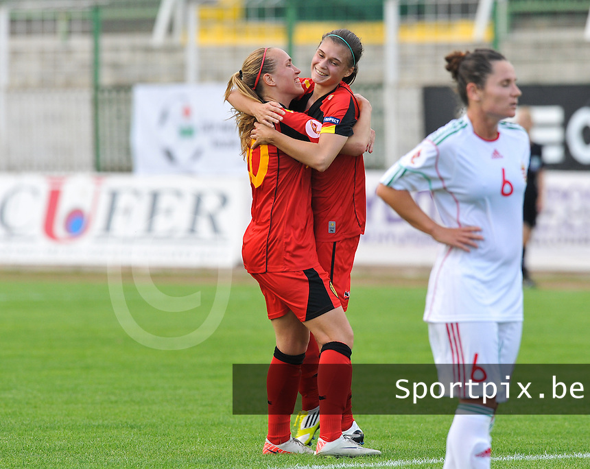 Hungary - Hongarije : UEFA Women's Euro Qualifying group stage (Group 3) - 20/06/2012 - 17:00 - szombathely  - : Hungary ( Hongarije ) - BELGIUM ( Belgie) :. Anaelle Wiard scoort de 1-3 voor Belgie en viert dit met Janice Cayman.foto DAVID CATRY / JOKE VUYLSTEKE / Vrouwenteam.be.