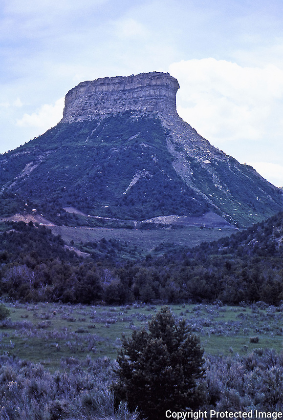 Tor at entrance to Mesa Verde National Park.<br />