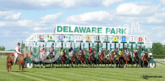 Slip By winning at Delaware Park racetrack on 5/31/14