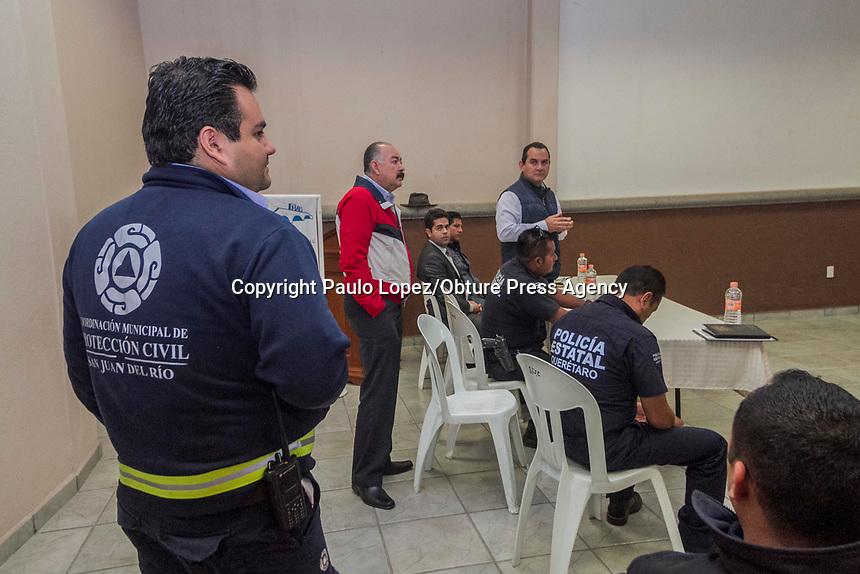 SAN JUAN DEL RIO,.QRO. 15 DE MARZO DEL 2017.- LOS INDSTRIALES DE SAN JUAN DEL RIO ESTAN ENOJADOS CON LA EMPRESA QUE TRANSPORTA LAS CALDERAS Y CON LOS SERVICIOS DE EMERGENCIAS DEL MUNICIPIO POR QUE NO TIENES FECHA PARA QUE PASEN LAS CALDERAS POR EL MUNICIPIO.<br /> <br /> EN ESTA REUNION QUE SE SOSTUVO DIERON A CONOCER SU ENOJO CON DICHA EMPRESA POR TRAER MALA LOGISTICA PARA EL TRASLADO, DONDE UNA DE LAS MAYORES QUEJAS FUE LOS PAROS QUE HAN TENIDO QUE HACER LAS EMPRESAS, PARA QUE LAS MEGA ESTRUCTURAS PASEN Y ESTAS SE ESTEN RETRASADO MAS DE UNA SEMANA.
