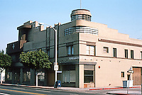 Santa Monica CA: Merle Norman Building, 2525 Main St., 1935-36. Streamline-zigzag Moderne. Attributed to Architect George Parr. Photo '82.