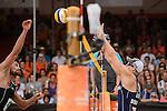 02.07.2015, Den Haag, Hofvijver Stadion<br /> World Championships / Weltmeisterschaft 2015, 2. K.O. Runde<br /> <br /> Angriff Jonathan Erdmann (#1 GER) - Block Tri Bourne (#2 USA)<br /> <br />   Foto © nordphoto / Kurth