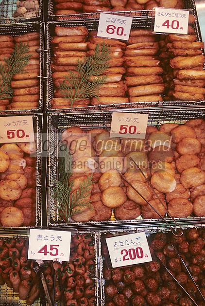 """Asie/Japon/Kyoto: Le marché couvert """"Nishikikoji Dori"""" - Détail d'un étal de beignets"""