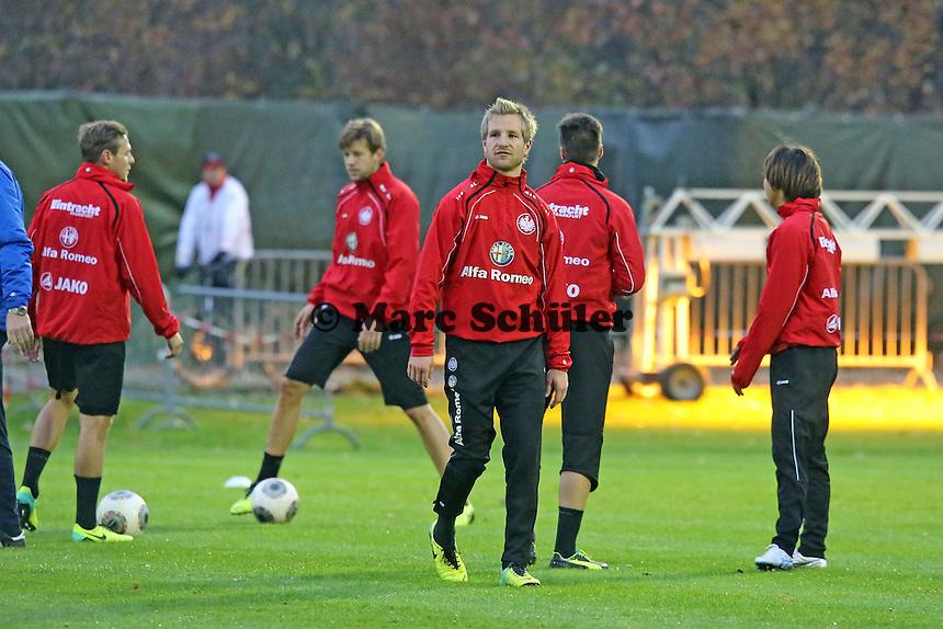 Bastian Oczipka, Marco Russ, Stefan Aigner, Takashi Inui (Eintracht)