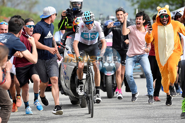 Chris Froome (GBR) Team Sky climbs the Jafferau on Stage 19 of the 2018 Giro d'Italia, running 185km from Venaria Reale to Bardonecchia featuring the Cima Coppi of this Giro, the highest climb on the Colle delle Finestre with its gravel roads, before finishing on the final climb of the Jafferau, Italy. 25th May 2018.<br /> Picture: LaPresse/Fabio Ferrari | Cyclefile<br /> <br /> <br /> All photos usage must carry mandatory copyright credit (© Cyclefile | LaPresse/Fabio Ferrari)