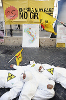 Roma, 11 Aprile 2011.Piazza Monte Citorio.Parlamento.Manifestazione dei Verdi contro l'energia nucleare in vista del referendum del 12 Giugno .Rome, April 11, 2011.Piazza Monte Citorio.Parliament.Demonstration of the Greens against nuclear energy in view of the referendum on June 12