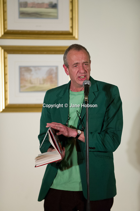 Harrogate, UK. 20.3.12. Sitting Room Comedy at the St George Hotel hosts the legendary Arthur Smith with support from Naz Osmanoglu. Picture shows Arthur Smith.  Photo credit: Jane Hobson.