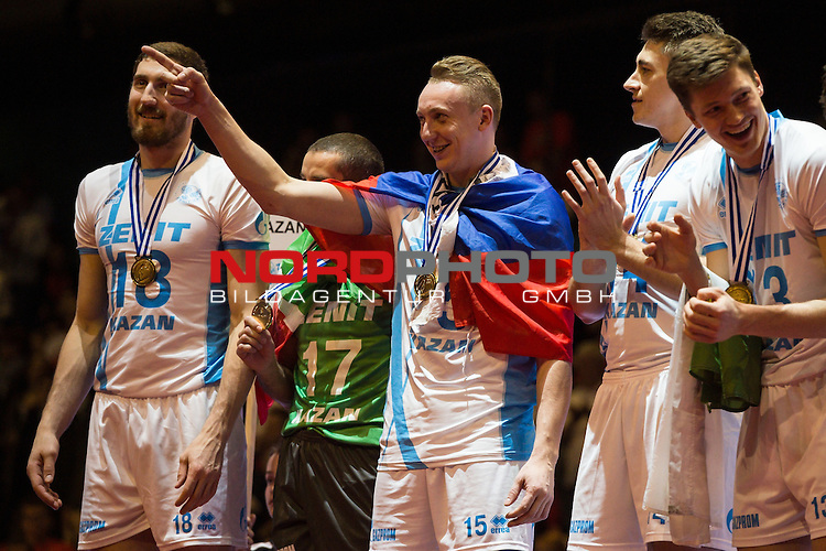 29.03.2015, Max Schmeling Halle, Berlin<br /> Volleyball, 2015 CEV Volleyball Champions League, Final Four, Siegerehrung<br /> <br /> Maxim Mikhailov (#18 Kazan RUS), Vladislav Babichev (#17 Kazan RUS), Alexey Spiridonov (#15 Kazan RUS), Alexander Gutsalyuk (#14 Kazan RUS), Igor Kobzar (#13 Kazan RUS)<br /> <br />   Foto &copy; nordphoto / Kurth