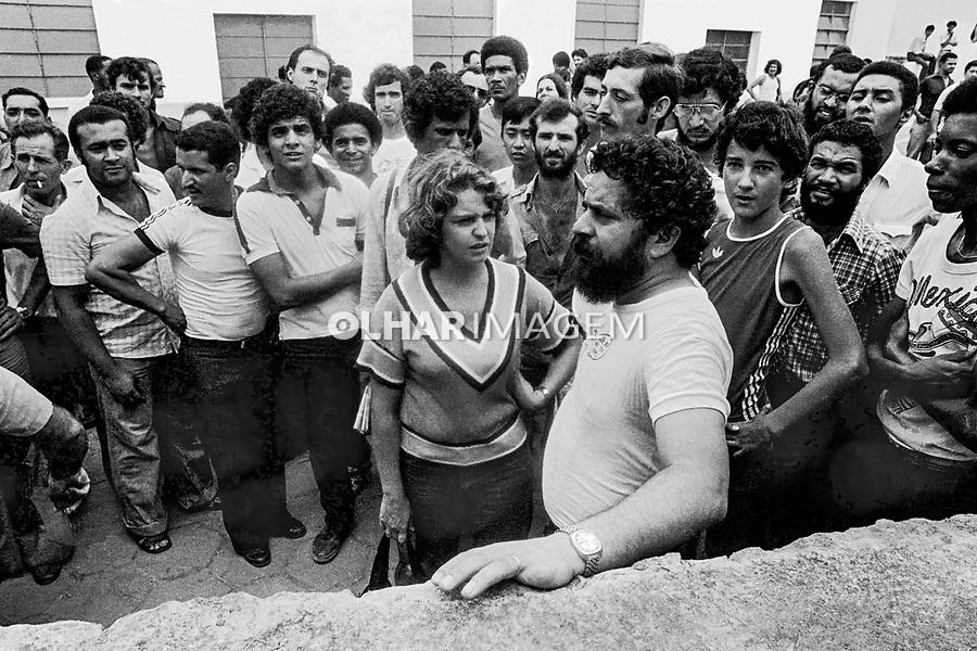 Lula e Marisa. Assembleia da Greve de Metalurgicos do ABC, Vila Euclides. SBC. Sao Paulo. 30.03.1980. Foto de Juca Martins.