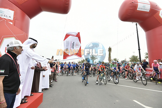 The start of Stage 5 of the 2019 UAE Tour, running 181km form Sharjah to Khor Fakkan, Dubai, United Arab Emirates. 28th February 2019.<br /> Picture: LaPresse/Fabio Ferrari | Cyclefile<br /> <br /> <br /> All photos usage must carry mandatory copyright credit (© Cyclefile | LaPresse/Fabio Ferrari)
