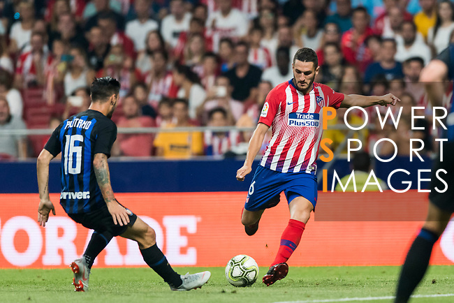 Jorge Resurreccion Merodio, Koke (R), of Atletico de Madrid fights for the ball with Mattia Politano of FC Internazionale during their International Champions Cup Europe 2018 match between Atletico de Madrid and FC Internazionale at Wanda Metropolitano on 11 August 2018, in Madrid, Spain. Photo by Diego Souto / Power Sport Images