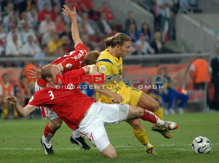 FIFA WM 2006 -  Round of Sixteen - / Viertelfinale <br /> Play    #54  (26. Juni ) Schweiz - Ukraine<br /> <br /> Ludovic Magnin (SUI) und Stephane Grichting (SUI) gegen Andrij Voronin (UKR)<br /> <br /> Foto &copy; nordphoto