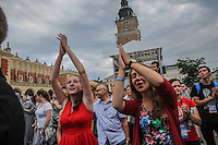 World Youth day Krakow 2016 suore e giovani applaudono a un concerto
