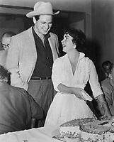 Giant (1956) <br /> Elizabeth Taylor &amp; Rock Hudson<br /> *Filmstill - Editorial Use Only*<br /> CAP/KFS<br /> Image supplied by Capital Pictures