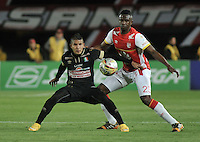 BOGOTA - COLOMBIA - 11-03-2015: Yair Arrechea (Der.) jugador de Independiente Santa Fe disputa el balón con Cesar Arias (Izq.) jugador de Once Caldas, durante partido por la fecha  9 entre Independiente Santa Fe y Cortulua de la Liga Aguila I-2015, en el estadio Nemesio Camacho El Campin de la ciudad de Bogota. / Yair Arrechea (R) player of Independiente Santa Fe struggles for the ball with Cesar Arias (L) player of Once Caldas,  during a match of the 9 date between Independiente Santa Fe and Cortulua for the Liga Aguila I -2015 at the Nemesio Camacho El Campin Stadium in Bogota city, Photo: VizzorImage / Luis Ramirez / Staff.