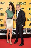 George Clooney mit Ehefrau Amal Clooney bei der Premiere der TV-Miniserie 'Catch-22' im Space Cinema Moderno. Rom, 13.05.2019