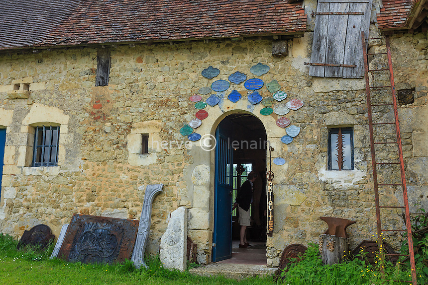 France, Orne (61), Nocé, manoir de Lormarin, antiquités dans les communs du manoir // France, Orne, Noce, Lormarin manor, antiquarian