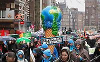 Nederland -  Amsterdam - 10 Maart 2019.  De Klimaatmars. De protestmars trekt door het centrum van Amsterdam naar het Museumplein. Foto mag niet in negatieve / schadelijke context voor de gefotografeerde personen worden gepubliceerd.