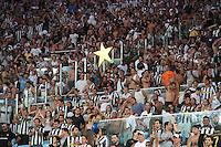 RIO DE JANEIRO, RJ, 11.02.2014 - Torcida do Botafogo comemora a vitória contra o San Lorenzo pela primeira rodada do Grupo 2 da Libertadores no Estádio Mário Filho, o Maracanã . (Foto. Néstor J. Beremblum / Brazil Photo Press)