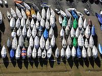 Winterlager: EUROPA, DEUTSCHLAND, HAMBURG, SCHLESWIG- HOLSTEIN, WEDEL (EUROPE, GERMANY), 05.03.2011: Wedel, Yachthafen, Segel, Boot, Boote, Winterlager, Abstellen, abgestellt, ruhe, warten, Herbst, Winter, Fruehling, Aufbruch, Saison, Ueberholung, Wartung, Verpackung, Plane, .c o p y r i g h t : A U F W I N D - L U F T B I L D E R . de.G e r t r u d - B a e u m e r - S t i e g 1 0 2, .2 1 0 3 5 H a m b u r g , G e r m a n y.P h o n e + 4 9 (0) 1 7 1 - 6 8 6 6 0 6 9 .E m a i l H w e i 1 @ a o l . c o m.w w w . a u f w i n d - l u f t b i l d e r . d e.K o n t o : P o s t b a n k H a m b u r g .B l z : 2 0 0 1 0 0 2 0 .K o n t o : 5 8 3 6 5 7 2 0 9.V e r o e f f e n t l i c h u n g  n u r  m i t  H o n o r a r  n a c h M F M, N a m e n s n e n n u n g  u n d B e l e g e x e m p l a r !.