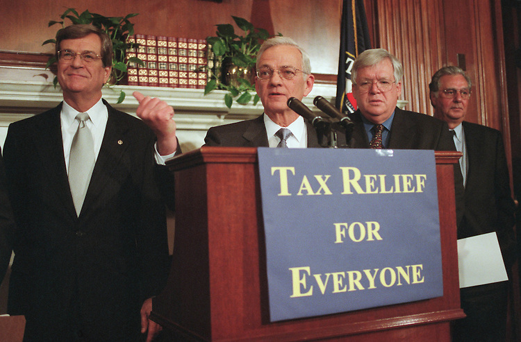 2/8/01.BUSH TAX CUT PLAN--Senate Majority Leader Trent Lott, R-Miss., Treasury Secretary Paul O'Neill, House Speaker J. Dennis Hastert, R-Ill., and House Majority Leader Dick Armey, R-Texas, during an event on President Bush's tax cut plan..CONGRESSIONAL QUARTERLY PHOTO BY SCOTT J. FERRELL