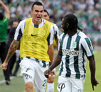 MEDELLÍN -COLOMBIA-13-12-2015: Yimmy Chara (Der) jugador de Atlético Nacional celebra después de anotar un gol a Independiente Medellin durante partido de vuelta entre Atletico Nacional e Independiente Medellin por las semifinales de la Liga Aguila II 2015, jugado en el estadio Atanasio Girardot de la ciudad de Medellin. / Yimmy Chara (R) player of Atletico Nacional celebrates after scoring a goal to Independiente Medellin during a match for the second leg between Atletico Nacional and Independiente Medellin  for the semifinals of the Liga Aguila II 2015 at the Atanasio Girardot stadium in Medellin city. Photo: VizzorImage/León Monsalve/ Str