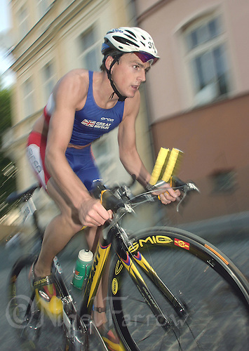 22 JUN 2003 - KARLOVY VARY, CZECH REPUBLIC - Martyn Edwards (GBR) - European Age Group Triathlon Championships. (PHOTO (C) NIGEL FARROW)