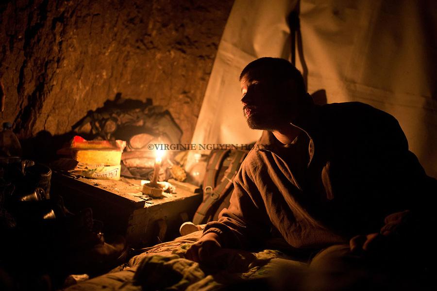 UKRAINE, Shyrokyne: Nekratov is giving some orders to one of his comrade before sleeping in the shelter. <br /> <br /> UKRAINE, Shyrokyne: Nekratov donne des ordres &agrave; un de ses camarades avant de dormir dans l'abris de la tranch&eacute;e.