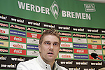 Ivan Klasnic - dreimal die Woche zur Blutwaesche - so lautet die Diagnose beim ehemaligen Werder Stuermer. Ivan ist auf eine neue Niere angwiesen - die von seinem Vater 2007 transplantierte Niere arbeitet nicht mehr. Nun wartet er auf eine neue Niere<br /> Archiv aus: <br />  FBL 07/08 <br /> <br /> Ivan Klasnic ( Bremen #17 ) verlängerte am Donnerstag ( 28.06.2007 ) seinen Vertrag bei Werder Bremen. Klaus Allofs  (Geschäftsführer Profifußball) zeigte sich erfreut ueber die Unterschrift des Kroaten für die kommende Saison.<br /> Ivan Klasnic befindet sich zur Zeit im Aufbautraining ( Fotos unter www.nordphoto.de abrufbar ) nachdem er sich im Frühjahr zwei Nierentransplantatinen unterziehen musste.<br /> <br /> Foto © nph (nordphoto)