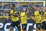 06.10.2018, Signal Iduna Park, Dortmund, GER, DFL, BL, Borussia Dortmund vs FC Augsburg, DFL regulations prohibit any use of photographs as image sequences and/or quasi-video<br /> <br /> im Bild die Mannschaft von  Dortmund Jubel / Freude / Emotion / Torjubel / Torschuetze zum 1:1 Paco Alcacer (#9, Borussia Dortmund) mi.<br /> <br /> Foto &copy; nph/Horst Mauelshagen
