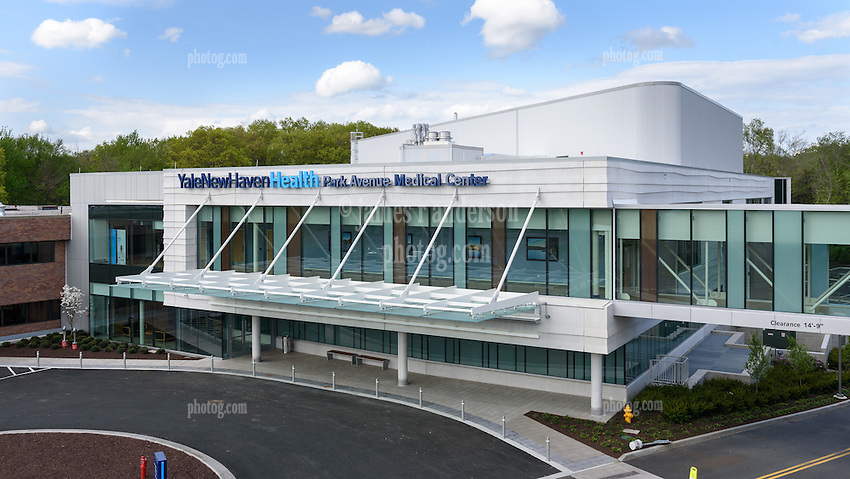 Yale-New Haven Park Avenue Medical Center. Contractor: Gilbane Building Company Date of Photograph 15 May 2016  Final Construction Photography © James R Anderson. West Elevation View