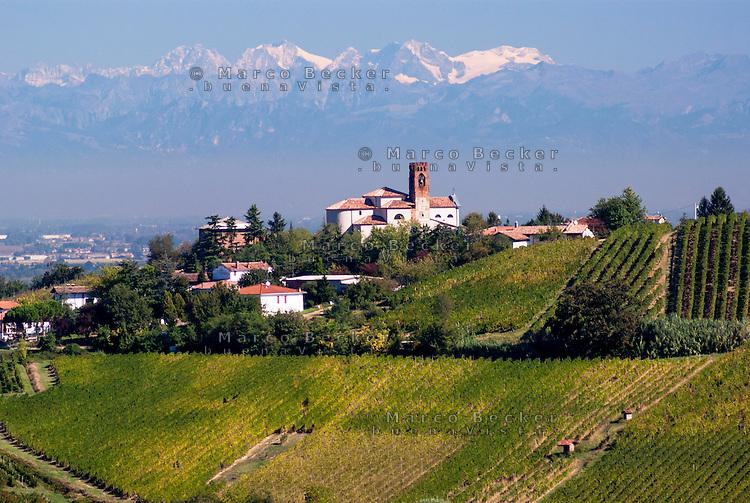Santa Giulietta, paese in provincia di Pavia nell'Oltrepò Pavese. Le Alpi sullo sfondo --- Santa Giulietta, small village in the province of Pavia in the Oltrepò Pavese. The Alps on the background