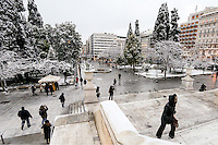 Pictured: The snow covered ancient Syntagma Square, Athens, Greece. Tuesday 10 January 2017<br />