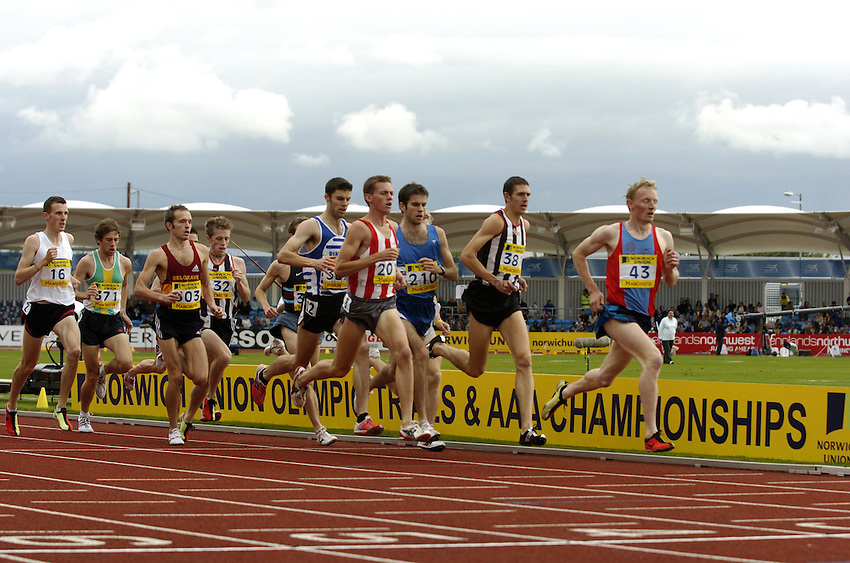 Photo: Richard Lane..Norwich Union Olympic and AAA Championships, Manchester Regional Stadium. 11/07/2004..Mens 1500m Final.