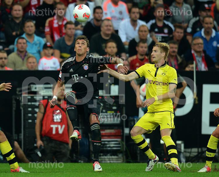 FUSSBALL   1. BUNDESLIGA   SAISON 2012/2013   SUPERCUP FC Bayern Muenchen - Borussia Dortmund            12.08.2012 Mario Mandzukic (li, FC Bayern Muenchen)  gegen Marco Reuss (Borussia Dortmund)
