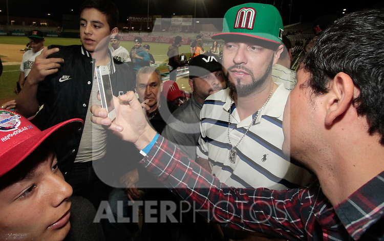 (ExclusivePHOTOS)..Former major league pitcher Esteban Loaiza recently widowed by the death of Jenny Rivera, went to see the baseball team during the Mexican Caribbean Series 2013 in Hermosillo Sonora. February 2, 2013..(BaldemarDeLosLlanos / NortePhoto)..(ExclusivePHOTOS)..El ex pitcher de ligas mayores Esteban Loaiza  que recientemente enviudo por la muerte de Jenny Rivera, acudio a ver el equipo mexicano de béisbol durante la serie del caribe 2013 en Hermosillo Sonora. 2 febrero 2013..(BaldemarDeLosLlanos/NortePhoto)