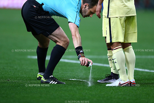 Jonas Eriksson (Referee),<br /> DECEMBER 13, 2015 - Football / Soccer :<br /> Referee Jonas Eriksson uese a vanishing spray during the FIFA Club World Cup Japan 2015 Quarter-final match between Club America 1-2 Guangzhou Evergrande Taobao at Nagai Stadium in Osaka, Japan. (Photo by Kenzaburo Matsuoka/AFLO)
