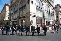 Roma  1 Maggio 2011.Damose da fa'. Semo precari.Manifestazione  di studenti, lavoratori e immigrati che hanno manifestatoo in via del Corso contro i negozi aperti nel giorno della festa dei lavoratori. La manifestazione davanti  al negozio della multinazionale spagnola ZARA, la polizia controlla i manifestanti