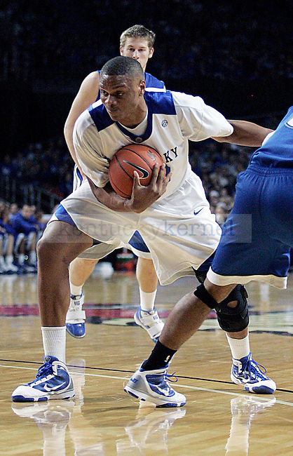 Daniel Orton fights for the ball in the second half of UK's 94-57 win over UNC Asheville at Freedom Hall on Monday, Nov. 30, 2009. Photo by Britney McIntosh | Staff